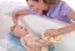 Купание новорожденного первый раз после роддома: видео, фото.