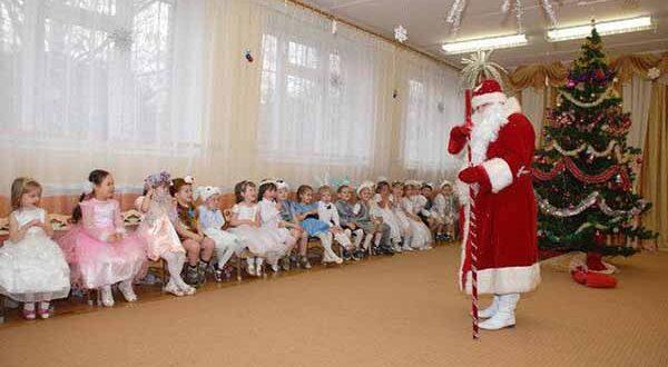 Сценарий новогоднего утренника 🎅 всредней группе детского сада: сценарий интересный.