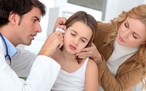 Отит у ребенка 👂 симптомы и лечение